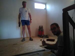 Finitions du plancher du 2e étage avec Romain.